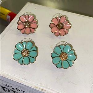2 Pairs of Floral Earrings